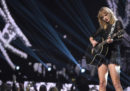 """Taylor Swift ha fatto una cover di """"September"""" degli Earth, Wind & Fire, e internet non ha gradito"""