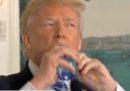 A Trump è venuta sete durante un discorso in TV e qualcuno si è vendicato