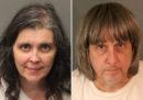 I due genitori arrestati in California per aver tenuto prigionieri i loro 13 figli sono stati formalmente accusati di abusi e torture