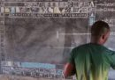 Un insegnante del Ghana insegna Word disegnandolo alla lavagna