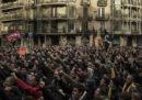 Gli scontri a Barcellona per l'arresto di Puigdemont
