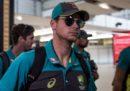 I giocatori della nazionale australiana di cricket che hanno barato contro il Sudafrica sono stati rimandati in Australia