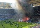 La squadra di calcio tedesca dell'Amburgo è retrocessa dalla Bundesliga per la prima volta nella sua storia