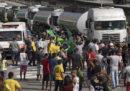 Una grande protesta dei camionisti sta bloccando il Brasile