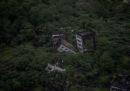 Foto di una città distrutta da un terremoto 10 anni fa
