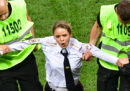 I quattro membri delle Pussy Riot che hanno invaso il campo durante la finale dei Mondiali sono stati condannati a 15 giorni di prigione