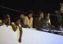 La polizia ha arrestato 11 sospetti scafisti del barcone con a bordo 450 migranti soccorsi al largo della Sicilia