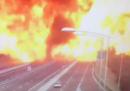Il video dell'esplosione sulla A14 a Bologna