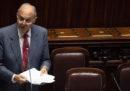 Il ministro Savona dice che il condono è «redistribuzione del reddito dai ricchi ai poveri»