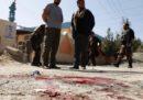 Almeno 15 persone sono morte in un attentato suicida a un seggio elettorale di Kabul, in Afghanistan
