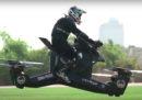 La polizia di Dubai sta sperimentando le moto volanti (ma ci sono margini di miglioramento)