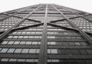 Un ascensore è precipitato per 84 piani e nessuno si è fatto niente