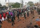 Almeno 53 persone sono morte per una serie di esplosioni venerdì a Mogadiscio, in Somalia