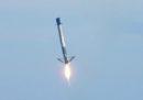 Invece di tornare alla base dopo il lancio, un razzo di SpaceX è finito in acqua