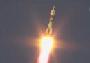 Il primo lancio spaziale di una Soyuz con equipaggio, dopo il malfunzionamento di ottobre, è avvenuto con successo