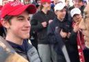 Il video di un gruppo di ragazzi sostenitori di Trump che deridono un nativo americano