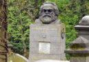 La tomba del filosofo tedesco Karl Marx a Londra è stata vandalizzata