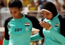 Decathlon ha deciso di non vendere più gli hijab per le donne che fanno sport, in Francia