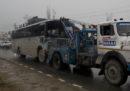 Almeno 33 poliziotti sono morti in un attacco terroristico in Kashmir
