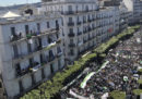In Algeria c'è stata un'altra enorme protesta contro il presidente Abdelaziz Bouteflika e i suoi alleati