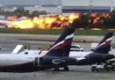 41 morti nell'incendio di un aereo a Mosca