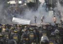 A Giacarta sei persone sono morte negli scontri tra la polizia e gli oppositori del presidente Joko Widodo, appena rieletto