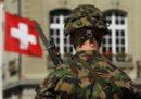 La Svizzera ha votato a favore di una revisione restrittiva della legge federale sulle armi