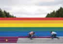 La più grande bandiera arcobaleno di New York, per il Pride
