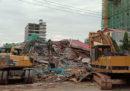 Due persone sono state trovate vive sotto le macerie dell'edificio crollato sabato a Sihanoukville, in Cambogia