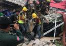 Il numero dei morti per il crollo di un edificio di Sihanoukville, in Cambogia, è salito a 18