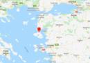 Almeno sette migranti sono morti nel naufragio di una barca al largo dell'isola di Lesbo, in Grecia