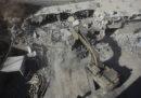 Centinaia di soldati israeliani hanno iniziato a demolire almeno dieci edifici nel villaggio palestinese di Sur Baher