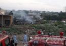 In Pakistan almeno 18 persone sono morte per la caduta di un aereo militare