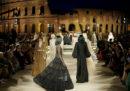 La sfilata di Fendi con il Colosseo sullo sfondo