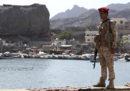 I ribelli houthi hanno lanciato un missile su una parata militare ad Aden, in Yemen: ci sono almeno 40 morti