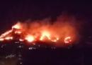 Il grande incendio intorno a Monreale, vicino a Palermo