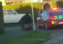 La grande fuga dalla polizia di un uomo sulla sua carrozzina elettrica per anziani