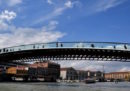 L'architetto Santiago Calatrava è stato condannato a un risarcimento di 78.000 euro per l'aumento dei costi di costruzione del ponte della Costituzione a Venezia