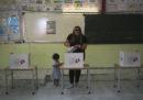 Gli exit poll in Tunisia danno avanti Kais Saied e Nabil Karoui