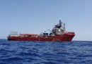 La nave Ocean Viking ha attraccato a Taranto, dove farà sbarcare i 176 migranti soccorsi nei giorni scorsi