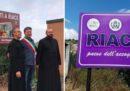 """Il nuovo sindaco di Riace ha fatto togliere il cartello sulla """"città dell'accoglienza"""""""