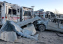 Almeno 20 persone sono morte in un attentato terroristico fuori da un ospedale nel sud dell'Afghanistan