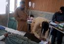 Un autobus si è schiantato contro un terrapieno nel nord del Pakistan, sono morte 26 persone
