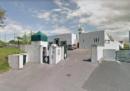Un uomo è stato arrestato dopo aver sparato e ferito due persone davanti a una moschea a Bayonne, in Francia