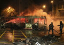 A Santiago, in Cile, è stato dichiarato lo stato di emergenza dopo una giornata di violenti scontri per l'aumento delle tariffe dei mezzi pubblici
