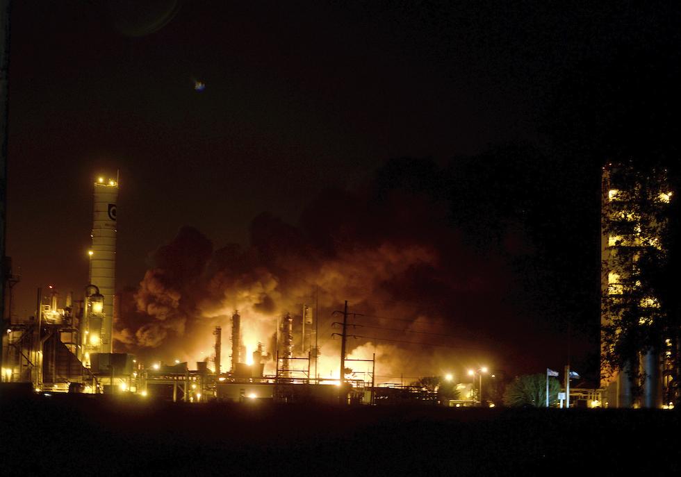Le foto delle esplosioni in uno stabilimento chimico in ...
