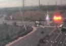 Il video di un razzo che colpisce un'autostrada in Israele