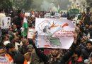 Centinaia di persone sono state arrestate in India nelle proteste contro la nuova legge di cittadinanza