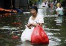 Il numero dei morti nell'alluvione a Giacarta è salito a 53
