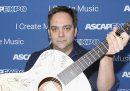 È morto a 52 anni Adam Schlesinger, musicista e cantante dei Fountains Of Wayne: era ammalato di COVID-19